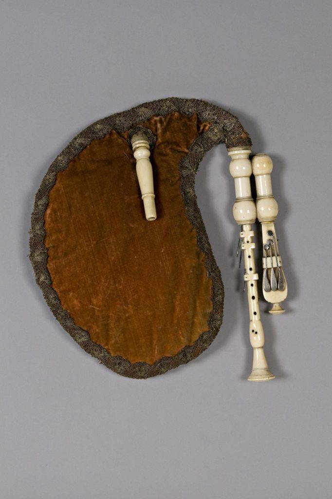 Musette de cour ivoire, quatorze clefs argent. XVIIIème