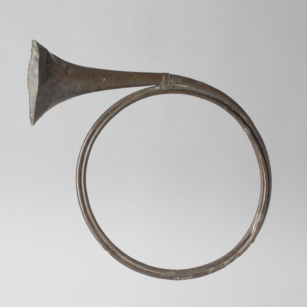 Trompe de chasse de JEHAN CHRESTIEN probablement début XVIIIème — Collection Samoyault