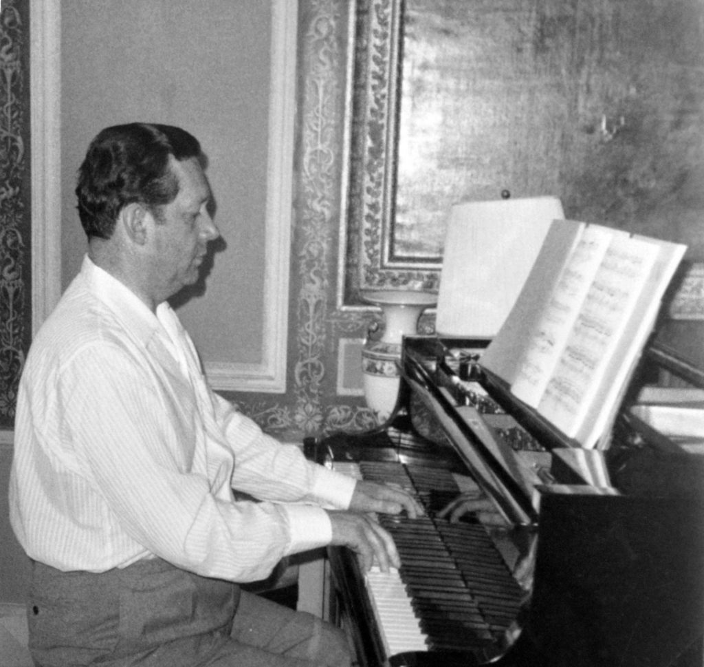 Piano demi-queue STEINWAY & SONS modèle B (Hambourg), 1961