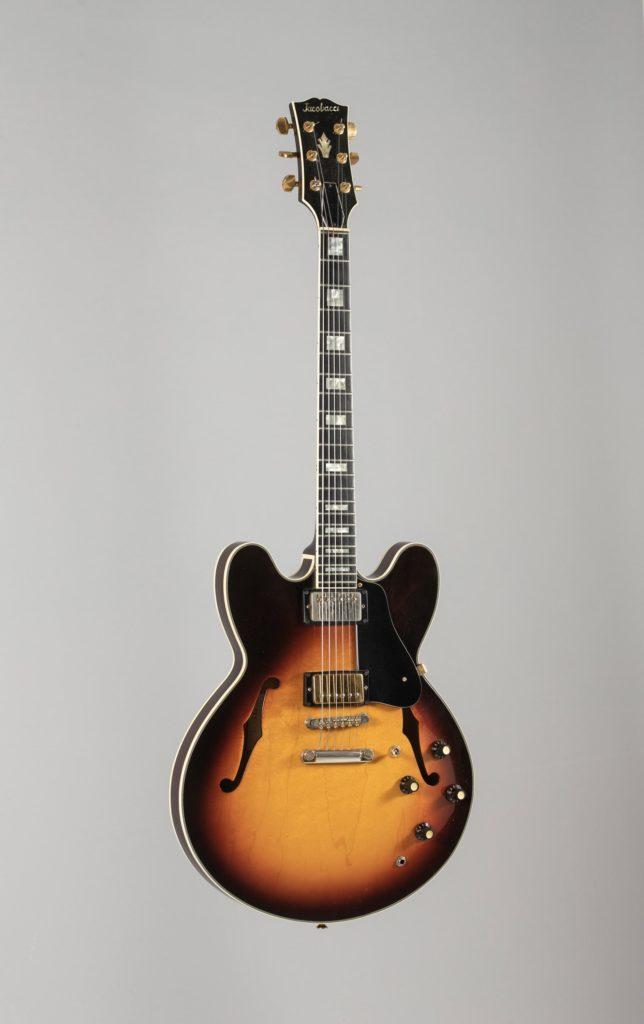 Guitare électrique hollowbody de JACOBACCI