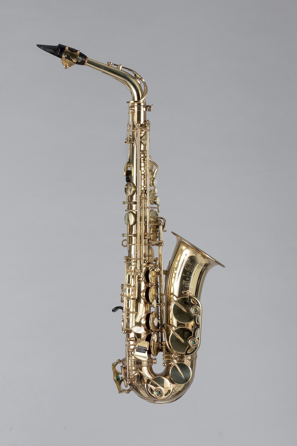 Saxophone alto en laiton verni SELMER