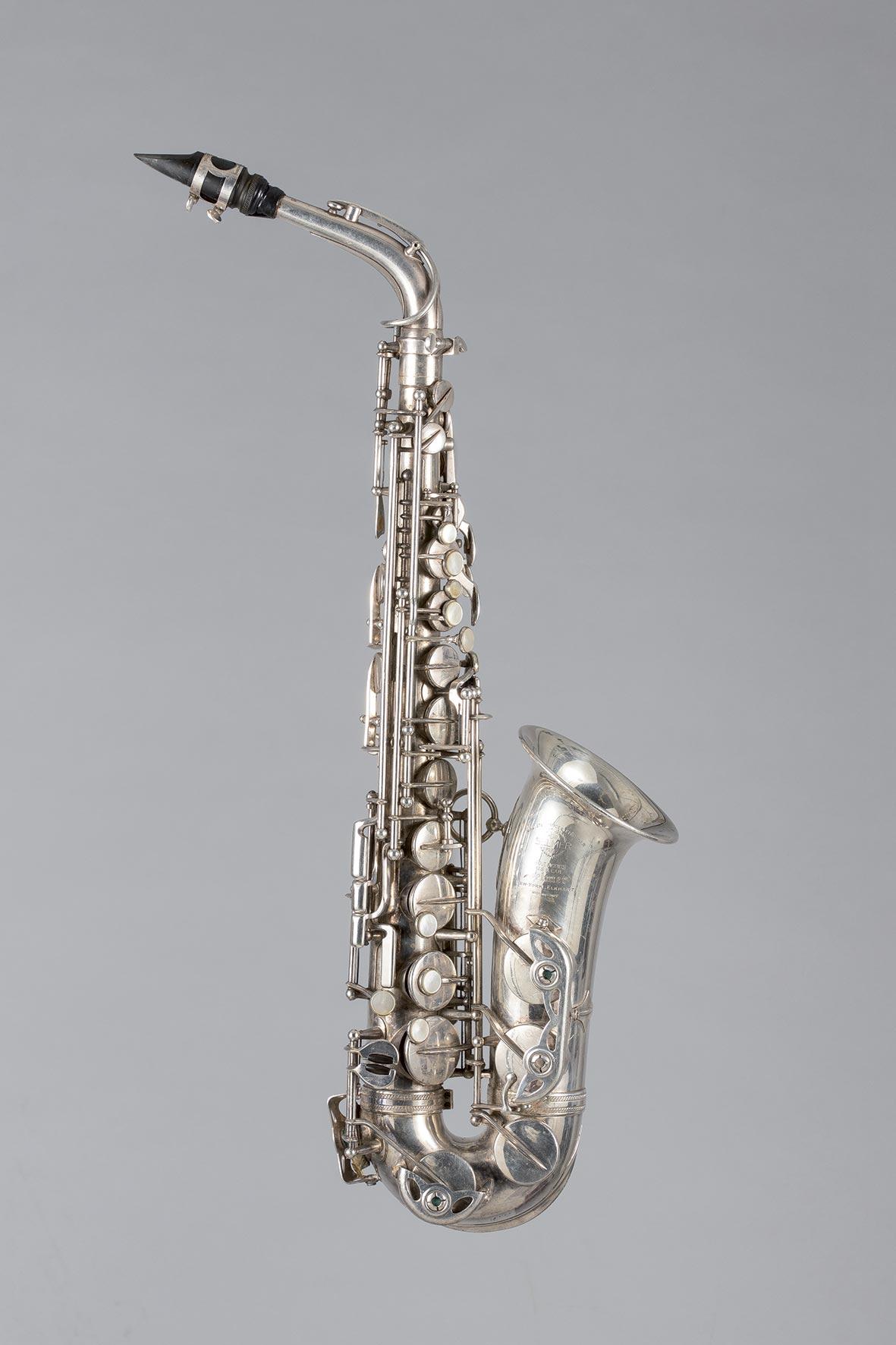 Saxophone alto en métal argenté SELMER