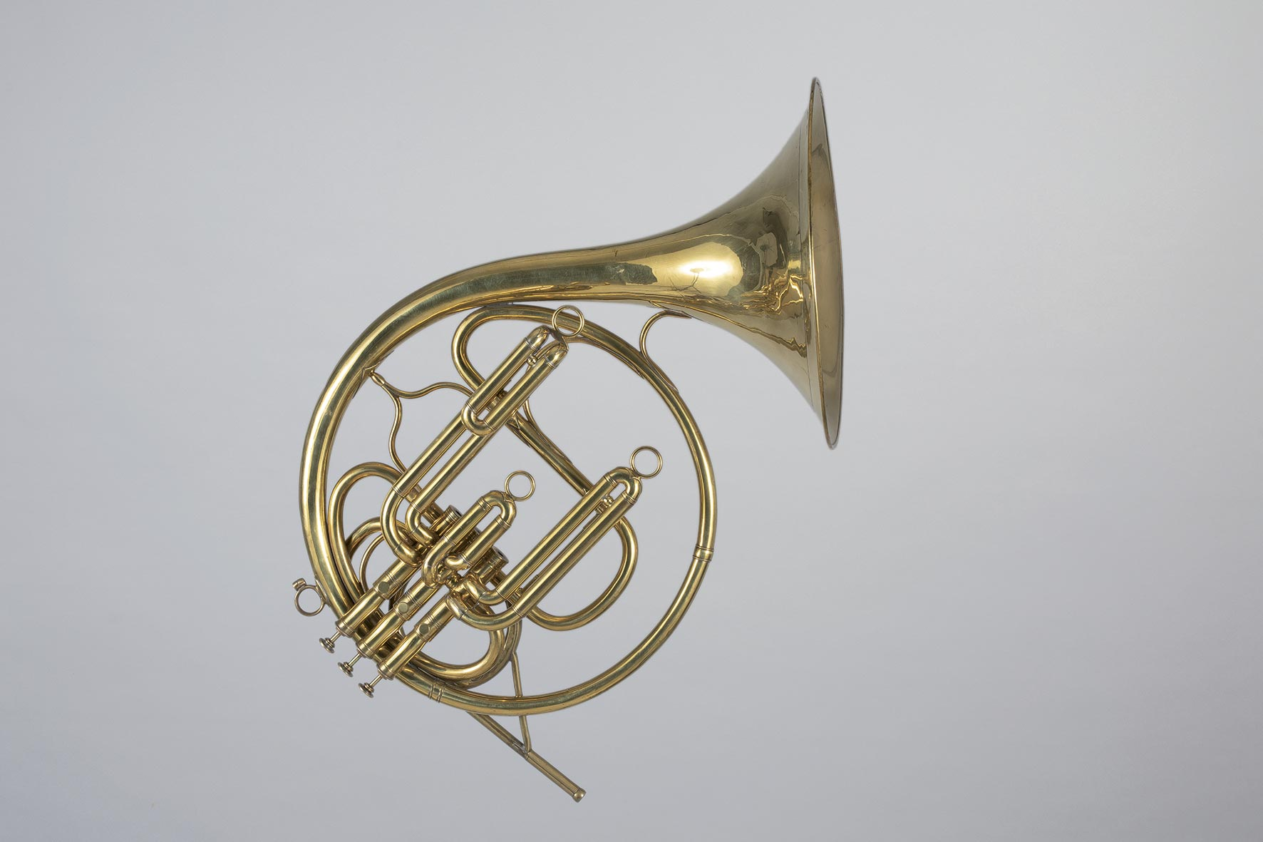Cor d'harmonie en laiton verni à trois pistons Périnet  De HALARI Fournisseur du Roi Breveté à Paris