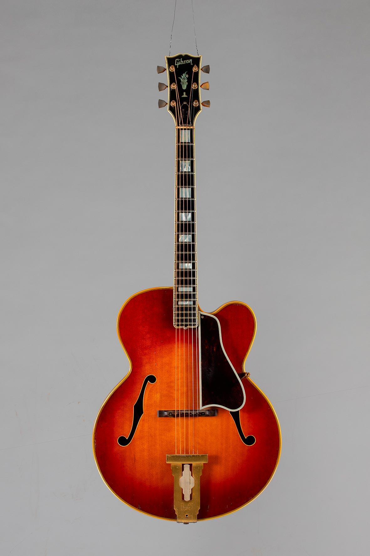 Guitare archtop de marque GIBSON