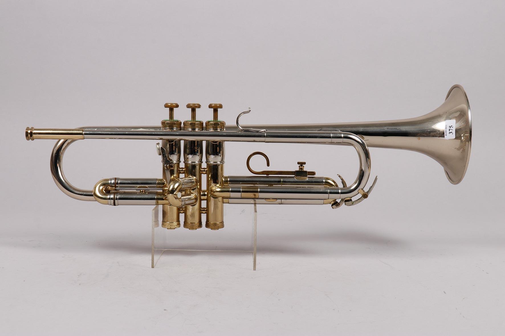 Trompette en laiton nickelé, à trois pistons, estampillée de OLDS Opéra by F.E. Olds and son Fullerton