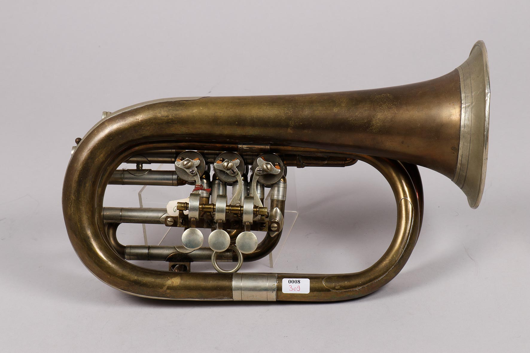 Bugle sauterelle en fa, en laiton, guirlande et mécanisme maillechort, trois barillets et piston pour changement de branche d'embouchure