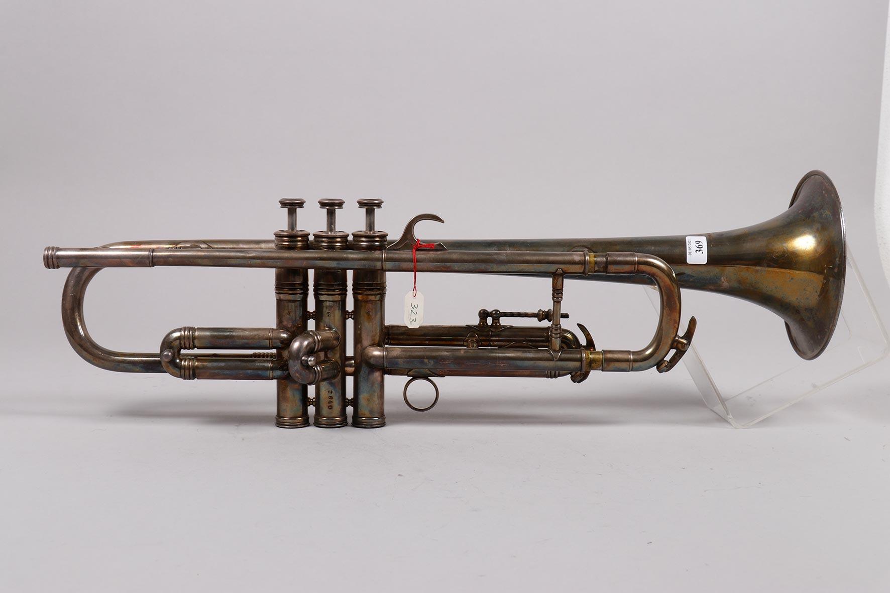 Trompette en métal argenté à trois pistons, estampillée de R. MAZEREAU