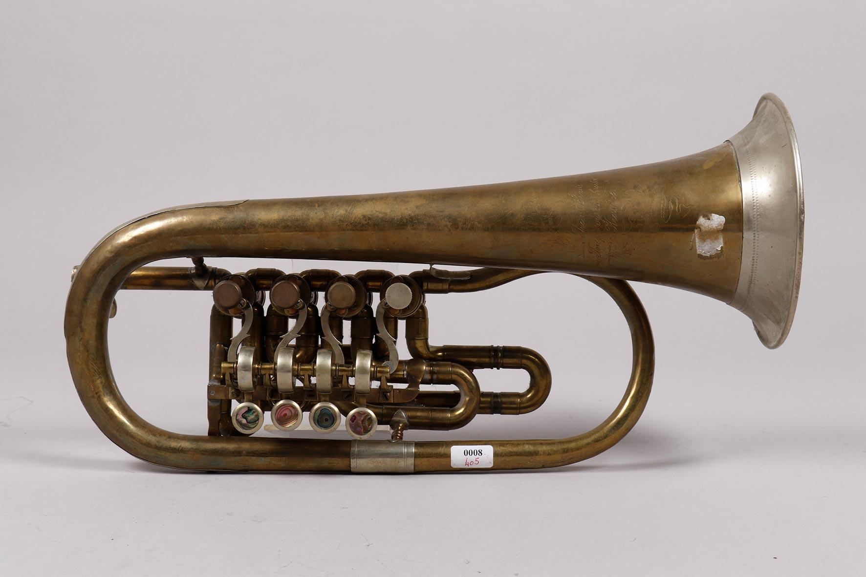 Bugle laiton en ut à quatre barillets, mécanisme maillechort, estampillé de Frant. SRAM Graslitz