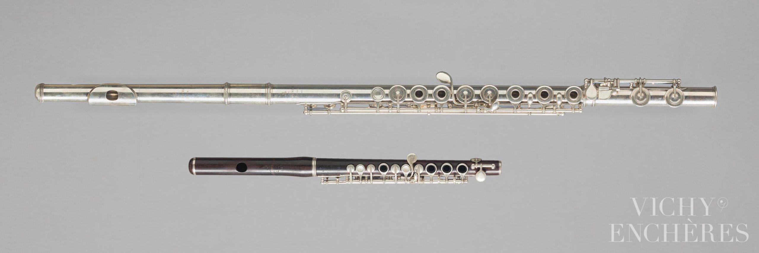 Flûte en argent estampillée de ATE BONNEVILLE et flûte piccolo en grenadille estampillée ATE BONNEVILLE