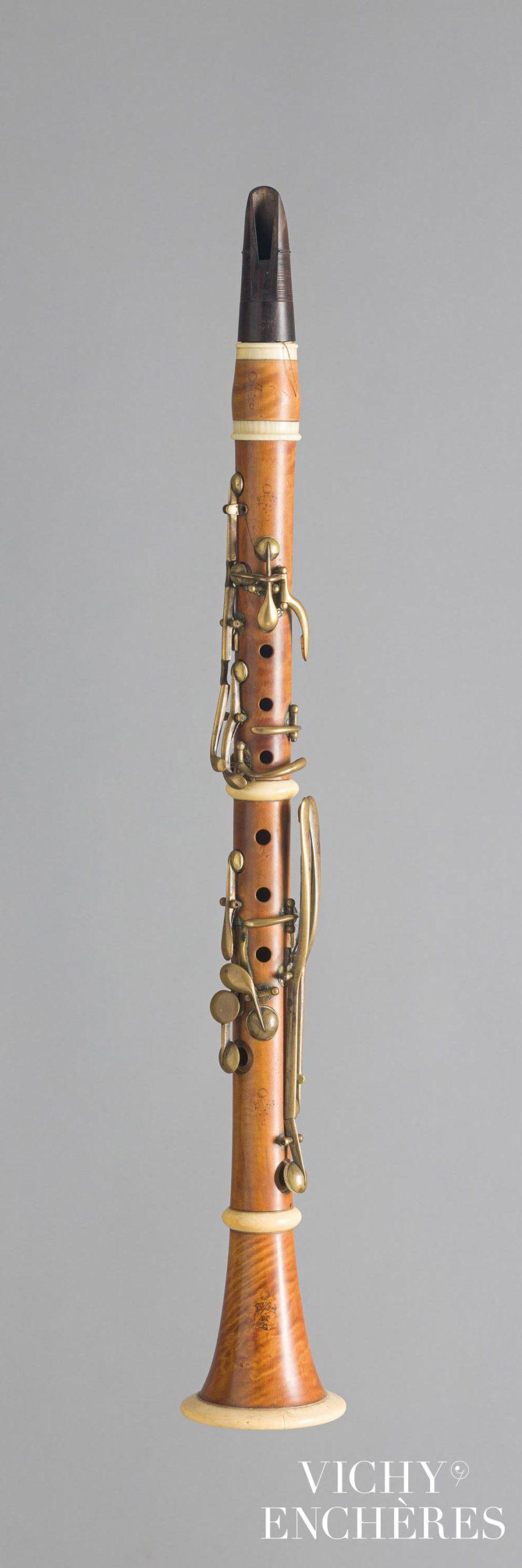 Clarinette en ut estampillée GUERRE à Paris, bec à fil de MARTIN J.F.